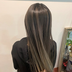 コントラストハイライト ロング ミルクティーアッシュ バレイヤージュ ヘアスタイルや髪型の写真・画像