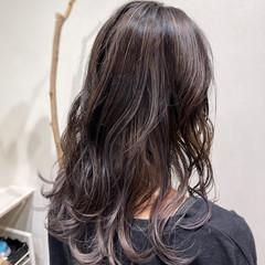 エレガント コントラストハイライト グレージュ ブリーチ ヘアスタイルや髪型の写真・画像