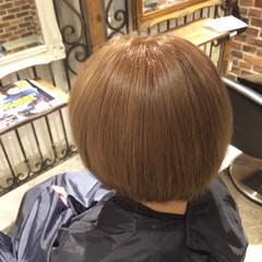 ダブルカラー ショートボブ ガーリー ヌーディベージュ ヘアスタイルや髪型の写真・画像