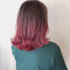 ベリーピンク レッド スポーツ ミディアム ヘアスタイルや髪型の写真・画像
