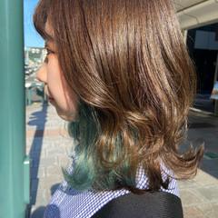 インナーカラー エメラルドグリーンカラー ミディアム ブリーチ ヘアスタイルや髪型の写真・画像
