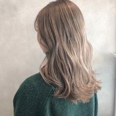 ハイトーンカラー フェミニン ベージュカラー ブラウンベージュ ヘアスタイルや髪型の写真・画像