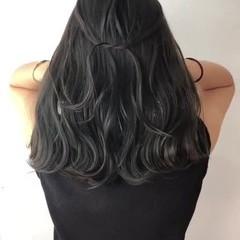 ナチュラル ハイライト ミディアム グレー ヘアスタイルや髪型の写真・画像