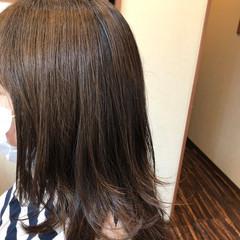 ミディアム 無造作ヘア イエローベージュ 大人ミディアム ヘアスタイルや髪型の写真・画像