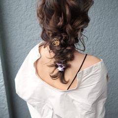 編みおろしヘア 結婚式 デート ナチュラル ヘアスタイルや髪型の写真・画像