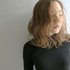 ハイライト ミディアム アッシュ 大人かわいい ヘアスタイルや髪型の写真・画像