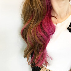 インナーカラー ゆるふわ ロング レッド ヘアスタイルや髪型の写真・画像