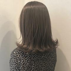 アッシュ グレージュ ナチュラル ミディアム ヘアスタイルや髪型の写真・画像