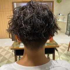 メンズスタイル スパイラルパーマ メンズパーマ メンズヘア ヘアスタイルや髪型の写真・画像