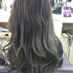 フェミニン アッシュグレージュ グラデーションカラー ニュアンス ヘアスタイルや髪型の写真・画像