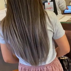 艶グレーベージュ ホワイトベージュ グラデーションカラー バレイヤージュ ヘアスタイルや髪型の写真・画像