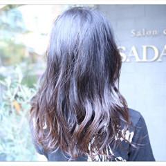 アッシュ セミロング グラデーションカラー ナチュラル ヘアスタイルや髪型の写真・画像