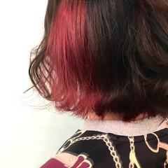 チェリーレッド ブリーチカラー インナーカラーレッド インナーカラー ヘアスタイルや髪型の写真・画像