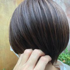 ボブ 極細ハイライト ショートヘア グレージュ ヘアスタイルや髪型の写真・画像