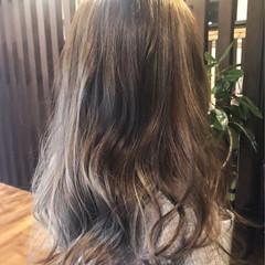ハイライト 外国人風 アッシュベージュ セミロング ヘアスタイルや髪型の写真・画像