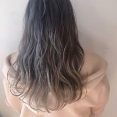 ホワイトグレージュ ホワイトカラー フェミニン ヘアアレンジ ヘアスタイルや髪型の写真・画像