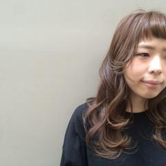 前髪パッツン ベージュ 前髪アレンジ オン眉 ヘアスタイルや髪型の写真・画像