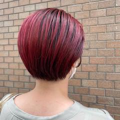 ショートヘア ピンク ブリーチ ベリーピンク ヘアスタイルや髪型の写真・画像