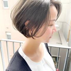 ゆるふわ デート オフィス ショート ヘアスタイルや髪型の写真・画像