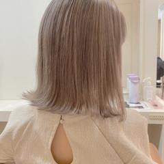 フェミニン 髪質改善 ダブルカラー ミルクティーグレージュ ヘアスタイルや髪型の写真・画像