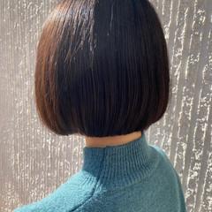 ブラウンベージュ 前下がりボブ ナチュラル ミニボブ ヘアスタイルや髪型の写真・画像