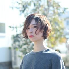 大人かわいい アンニュイほつれヘア ショート ニュアンス ヘアスタイルや髪型の写真・画像