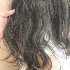 セミロング 秋 透明感 グレージュ ヘアスタイルや髪型の写真・画像