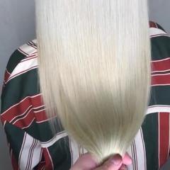ホワイトグレージュ プラチナブロンド インナーカラー ミルクティー ヘアスタイルや髪型の写真・画像