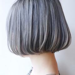 グレーアッシュ モード ボブ アッシュグレー ヘアスタイルや髪型の写真・画像