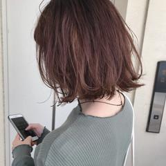 ミディアム ウルフカット ナチュラル ミディアムレイヤー ヘアスタイルや髪型の写真・画像