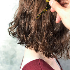 外国人風 波巻き パーマ ナチュラル ヘアスタイルや髪型の写真・画像