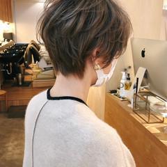 ショートヘア ハイライト ナチュラル パーマ ヘアスタイルや髪型の写真・画像