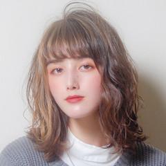 ミディアム フェミニン 無造作ミックス ゆるふわパーマ ヘアスタイルや髪型の写真・画像