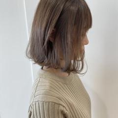 ナチュラル 透明感カラー ミルクティーベージュ ハイトーン ヘアスタイルや髪型の写真・画像