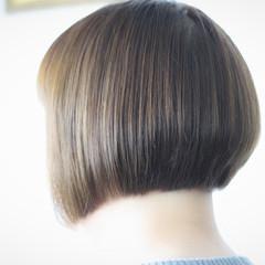前下がりヘア 前下がりボブ ナチュラル ボブ ヘアスタイルや髪型の写真・画像