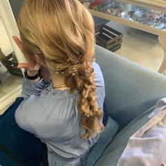 フェミニン ロング 編みおろし 編みおろしヘア ヘアスタイルや髪型の写真・画像