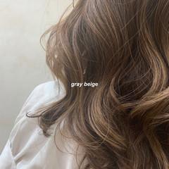 ロング アッシュグレージュ グレージュ ミルクティーグレージュ ヘアスタイルや髪型の写真・画像