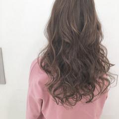 波ウェーブ グレージュ エレガント 上品 ヘアスタイルや髪型の写真・画像