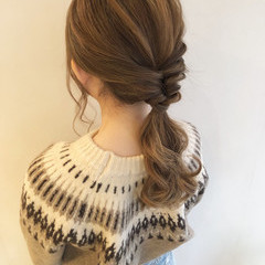 ローポニーテール ポニーテール ヘアアレンジ ナチュラル ヘアスタイルや髪型の写真・画像
