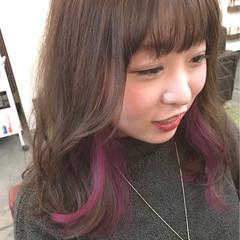 ピンク セミロング ナチュラル インナーカラー ヘアスタイルや髪型の写真・画像