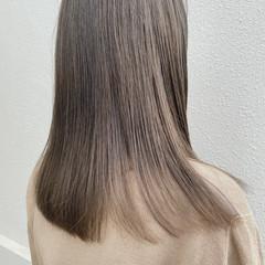 透明感 オリーブカラー 透明感カラー セミロング ヘアスタイルや髪型の写真・画像