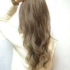 ゆるふわ バレイヤージュ ハイトーン アッシュ ヘアスタイルや髪型の写真・画像
