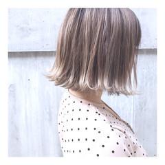 3Dカラー ボブ ブリーチ 切りっぱなしボブ ヘアスタイルや髪型の写真・画像