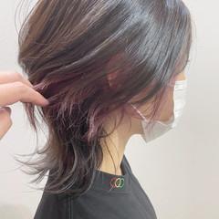 イヤリングカラーピンク イヤリングカラー ウルフ女子 ショート ヘアスタイルや髪型の写真・画像