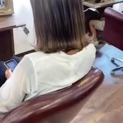 ミルクティーベージュ ミディアム ナチュラル アッシュグレージュ ヘアスタイルや髪型の写真・画像