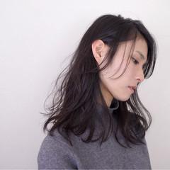 セミロング ナチュラル アンニュイ ゆるふわ ヘアスタイルや髪型の写真・画像