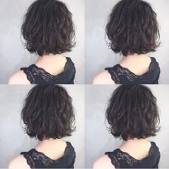 ナチュラル アッシュ パーマ ラベンダーアッシュ ヘアスタイルや髪型の写真・画像