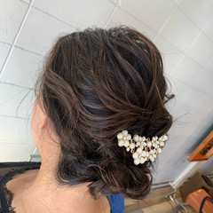 エレガント 結婚式ヘアアレンジ ゆるウェーブ 簡単ヘアアレンジ ヘアスタイルや髪型の写真・画像