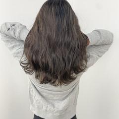 ナチュラル ハイライト 透明感カラー コテ巻き ヘアスタイルや髪型の写真・画像