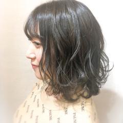 ミディアム ハイライト 寒色 ナチュラル ヘアスタイルや髪型の写真・画像